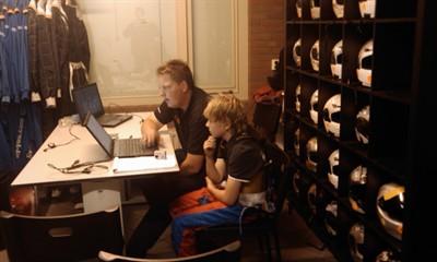 ktf karting trainingsdag berghem datalogging uitleg 110504 400x240