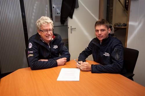 2014 max verstappen van amersfoort racing contract 2 500x333 1