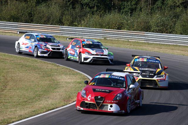 TCR - Alfa Romeo 27 - SEAT 7 - VW Golf 4 - SEAT 2