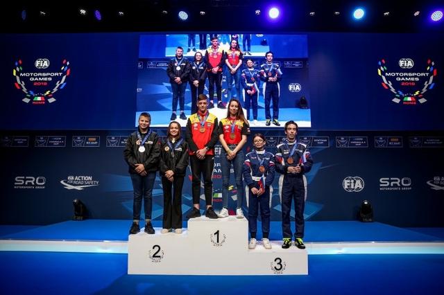 Nina en Bastiaan podium 2